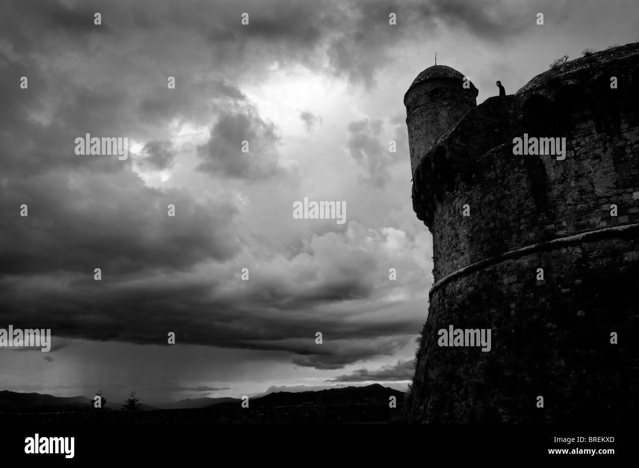 Il villaggio di Sarzana. L'Italia. Il castello Immagini Stock