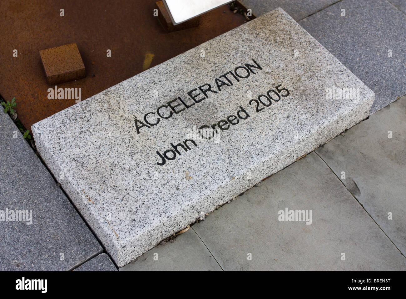 Arte pubblica scultura da John Creed chiamato accelerazione si trova al di fuori di Gateshead Town Hall. Immagini Stock