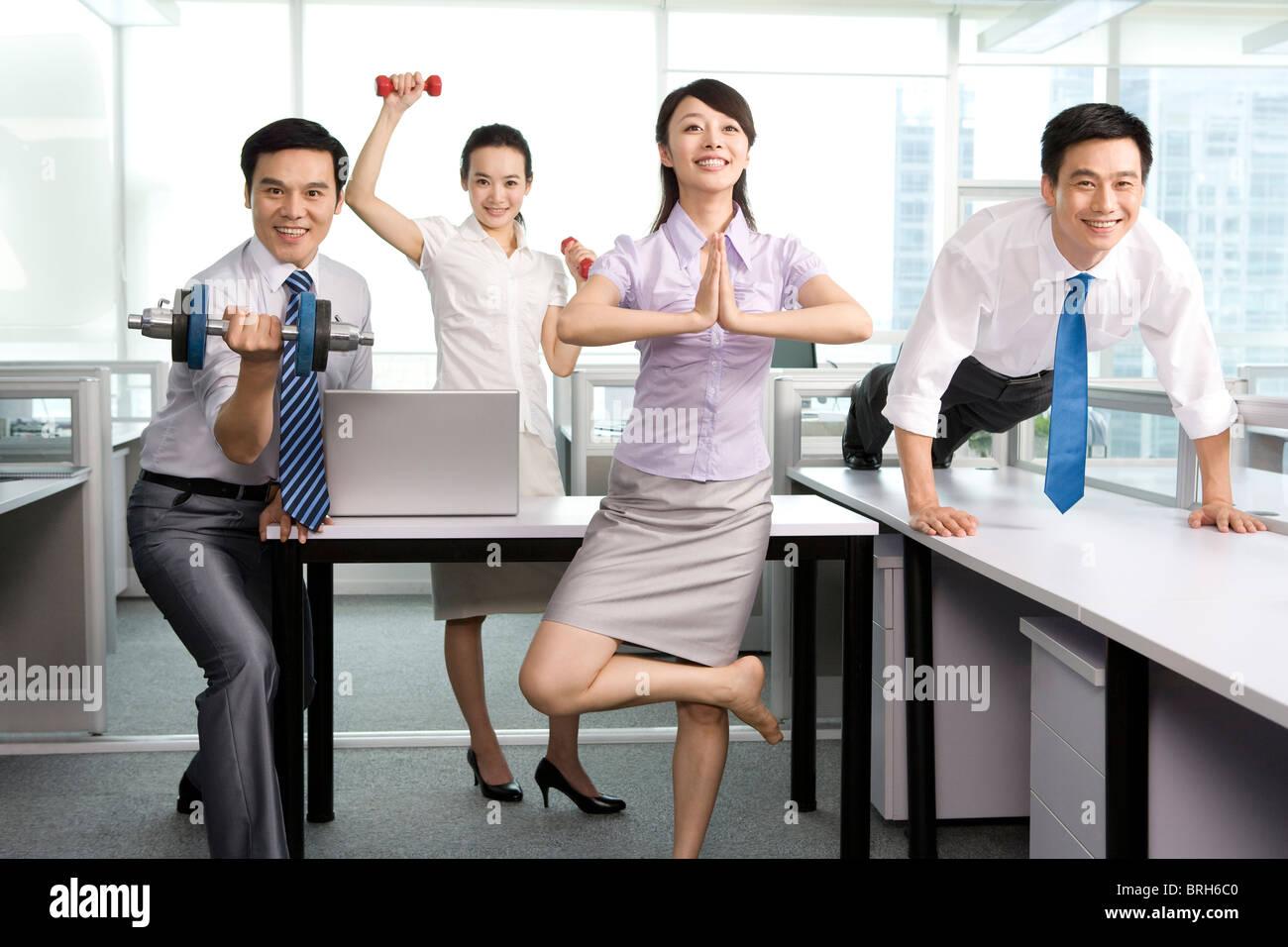 Mantenersi in forma in ufficio Immagini Stock