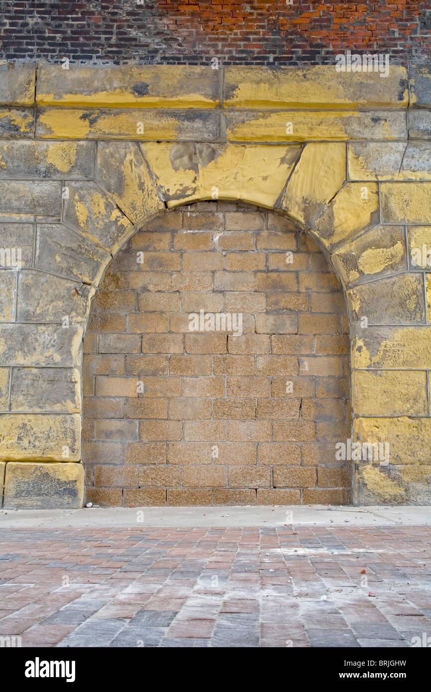 Inarcamento muro di mattoni Immagini Stock