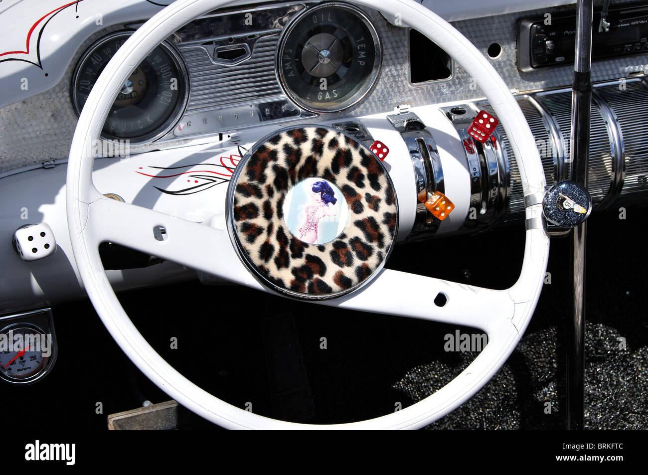 Stati Uniti d'America, Idaho Boise, Northwest Motorfest Car Show, plancia personalizzata e il volante della Immagini Stock