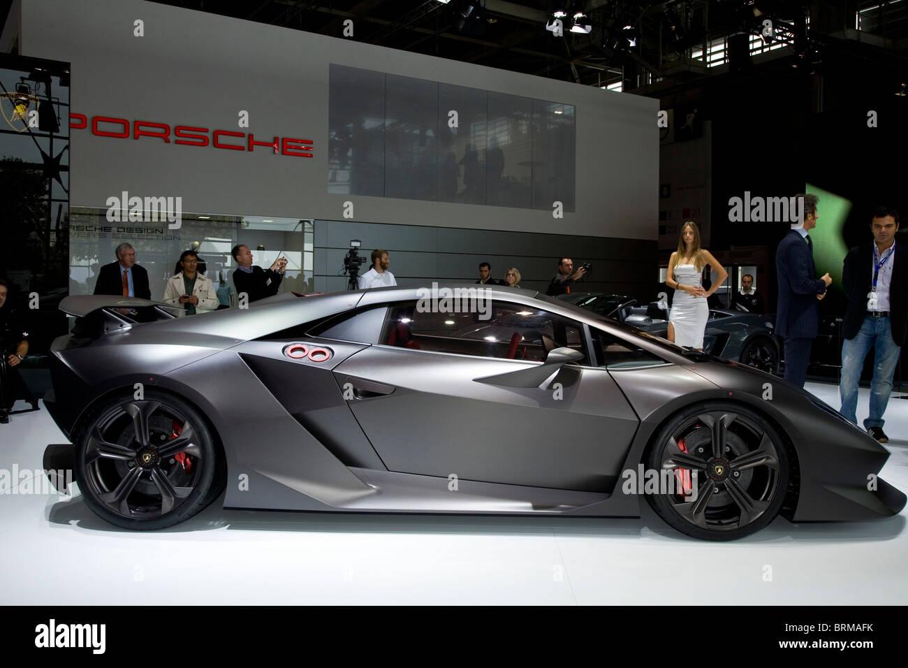 Paris Motor Show 2010 e la Lamborghini sesto elemento Immagini Stock