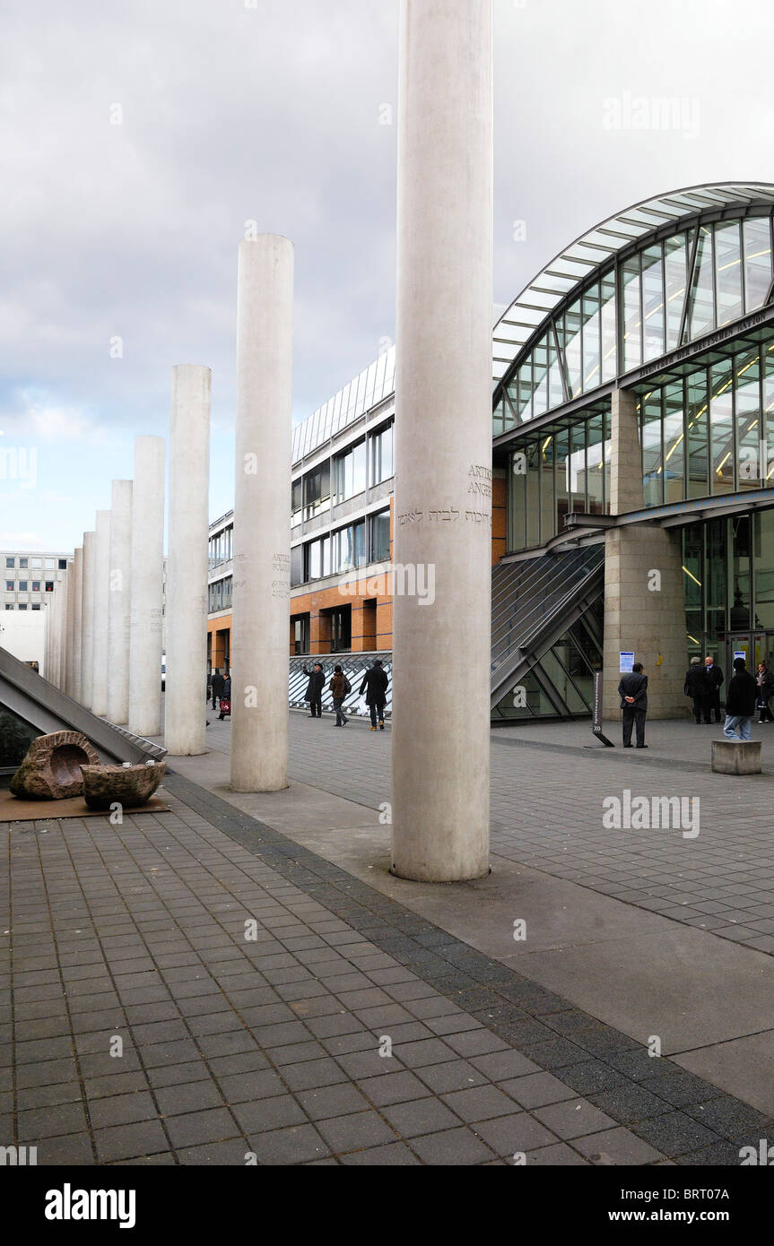 Strasse der Menschenrechte, titolo di diritti umani, di un concetto da Dani Karavan, 1993, e il Germanico Museo Immagini Stock