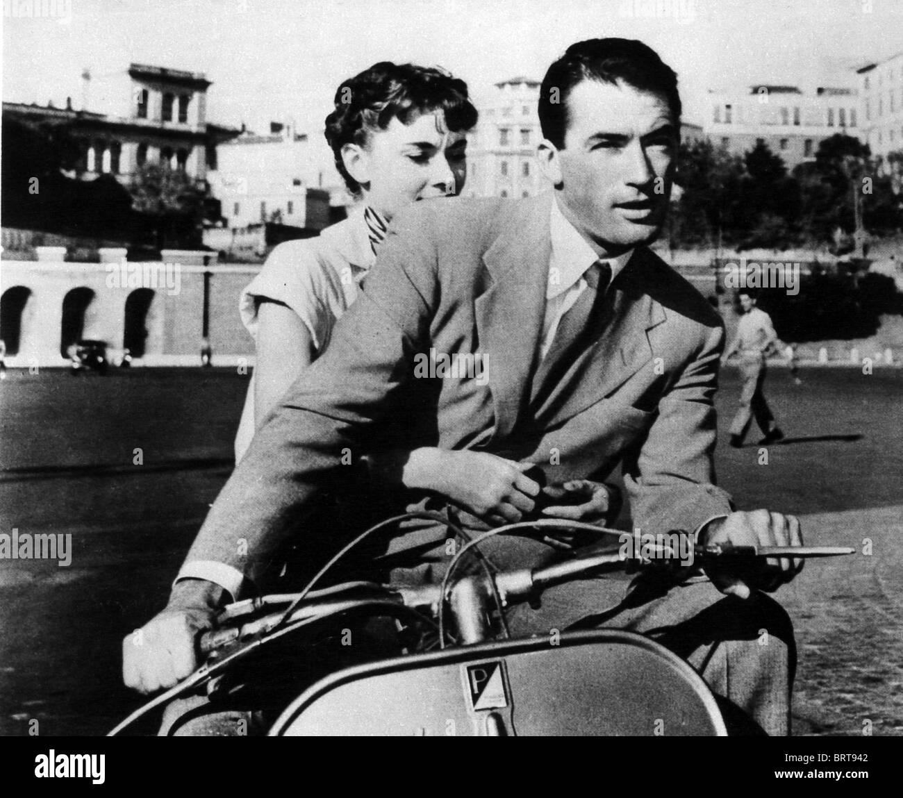 Vacanze Romane 1953 Paramount film con Gregory Peck e Audrey Hepburn Foto  stock - Alamy