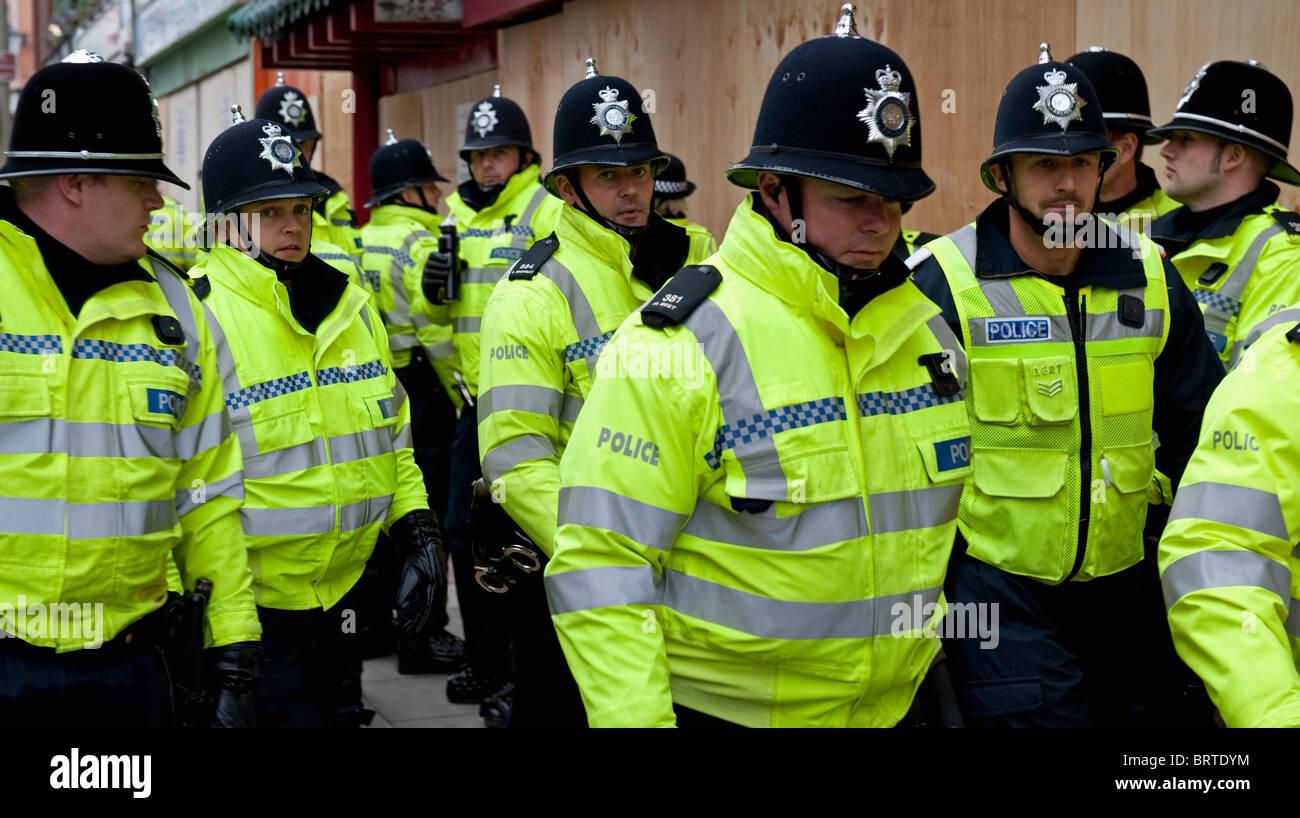 Polizia della Difesa inglese League manifestazione a Leicester. Il 9 ottobre 2010. Immagini Stock