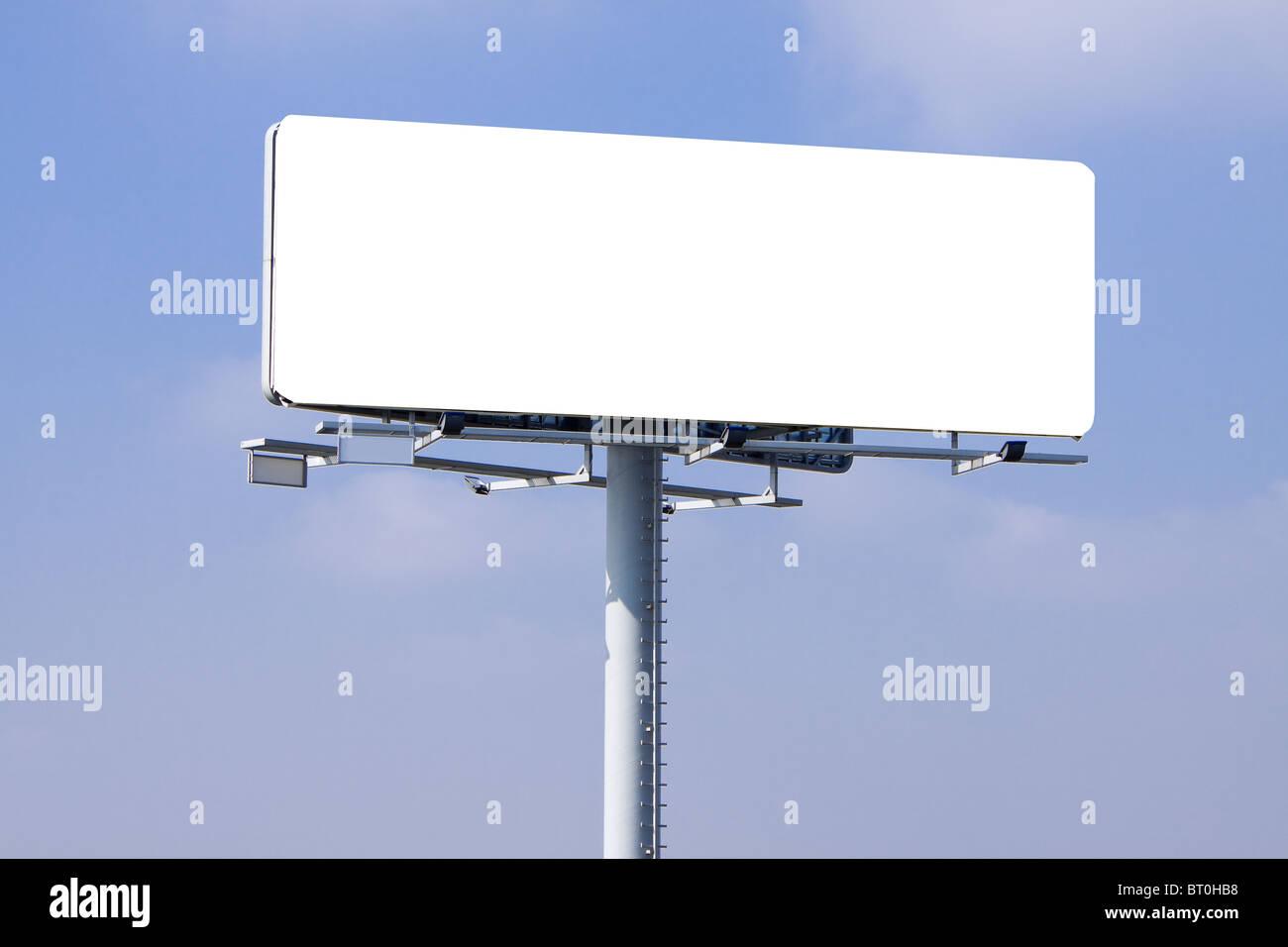 Grosso tabellone con uno spazio vuoto e molto pulita pronta per mettere il vostro annuncio. Immagini Stock