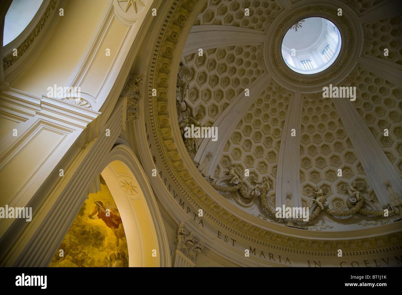 """Interior cupola della chiesa Collegiata di Santa Maria Assunta in Cielo"""" Ariccia Italia Immagini Stock"""