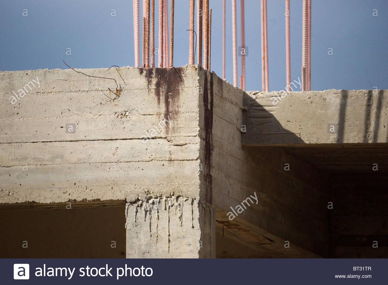 Costruire Tetto In Cemento cemento armato edificio in costruzione con tondino di