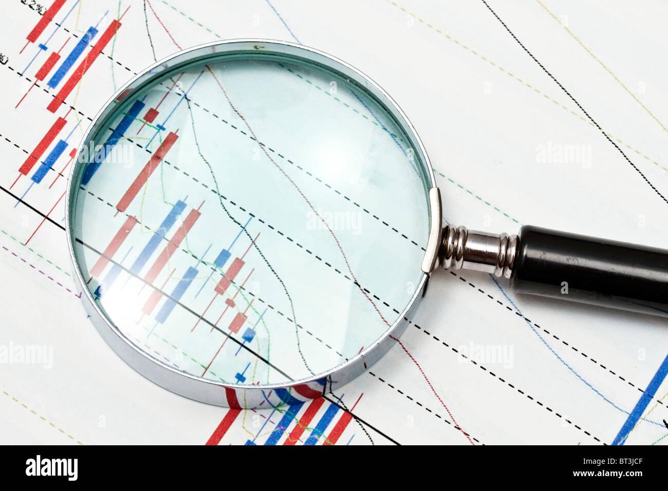 Sfondo del grafico di business e di una lente di ingrandimento Immagini Stock