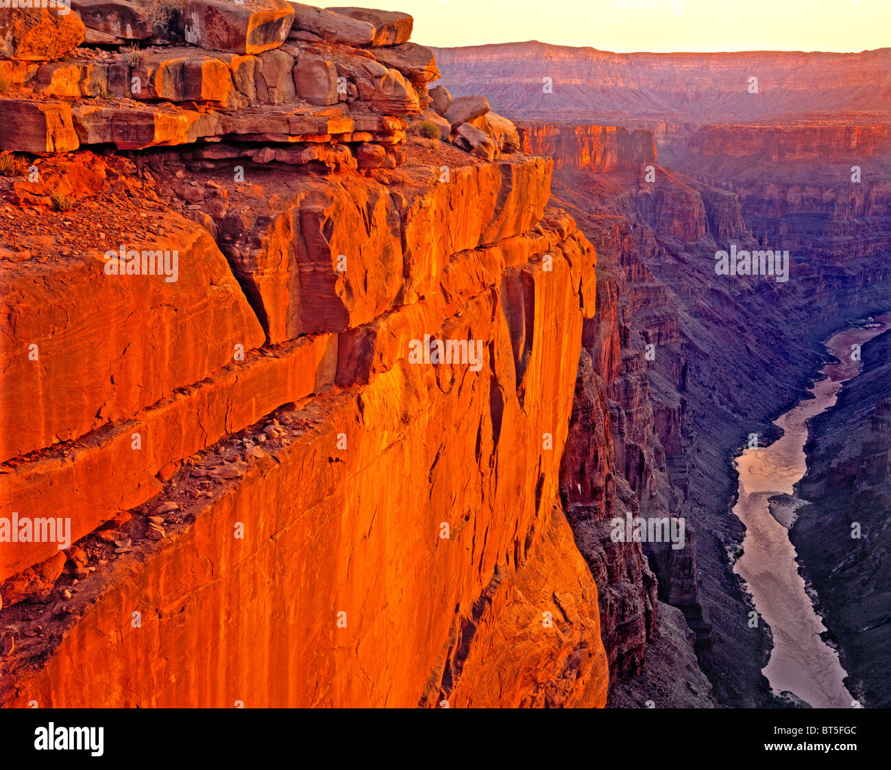 Alba sul fiume Colorado in Toroweep, il Parco Nazionale del Grand Canyon, Arizona Foto Stock