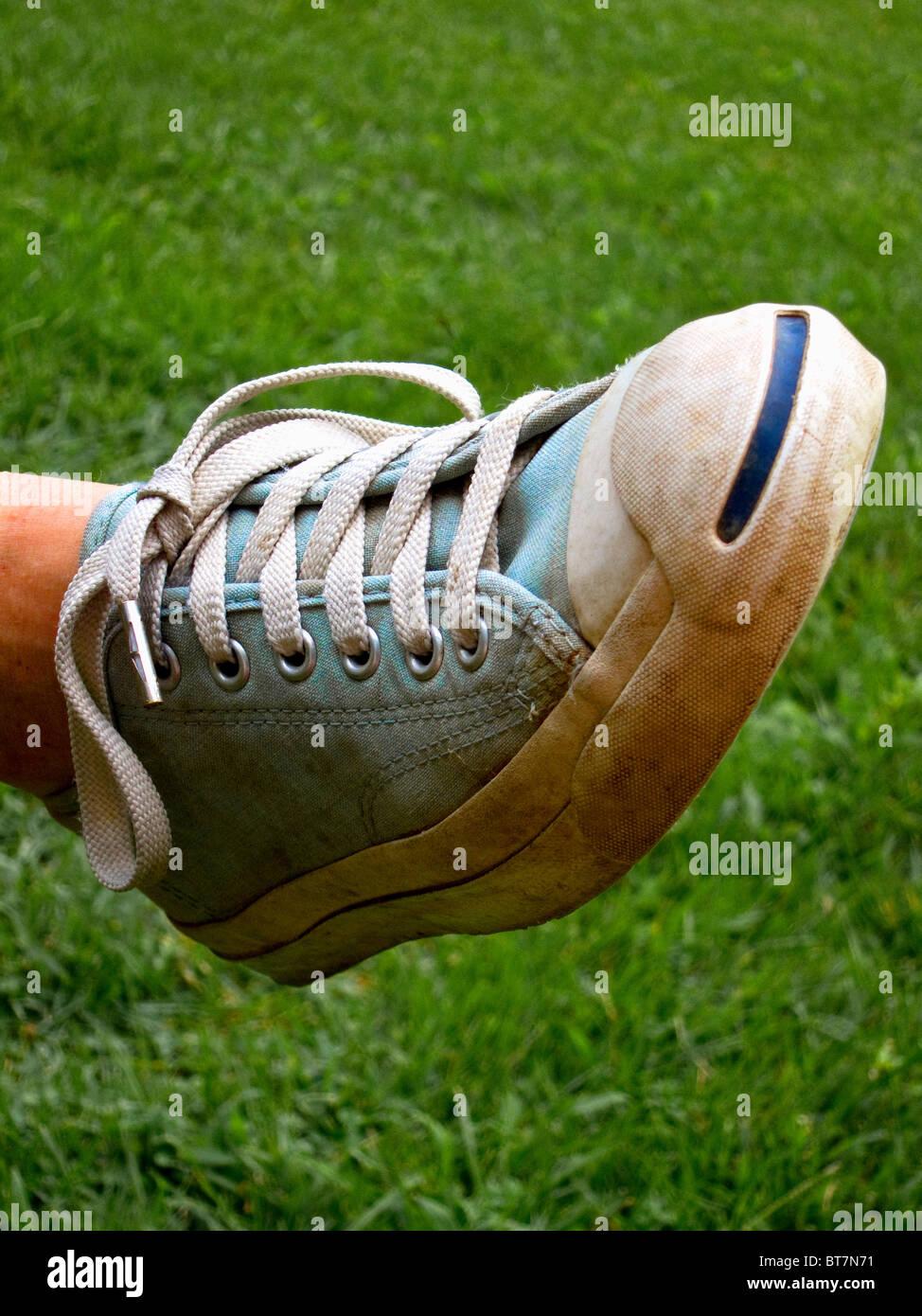 Stretto colpo di blu ciano sneaker Immagini Stock