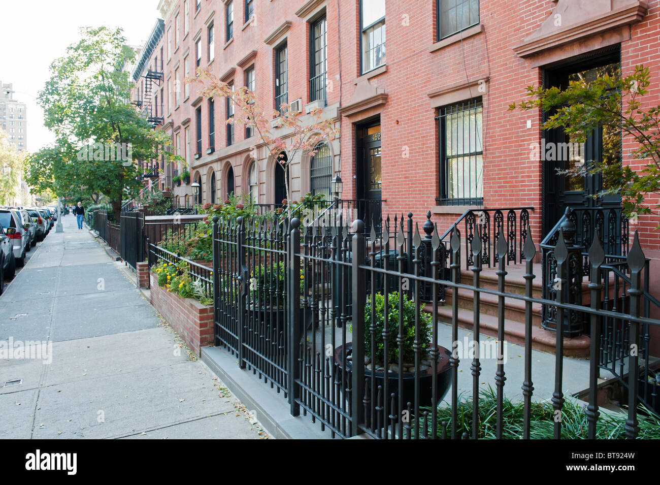 Tipica strada residenziale nel quartiere di Chelsea District di Manhattan a New York City Immagini Stock