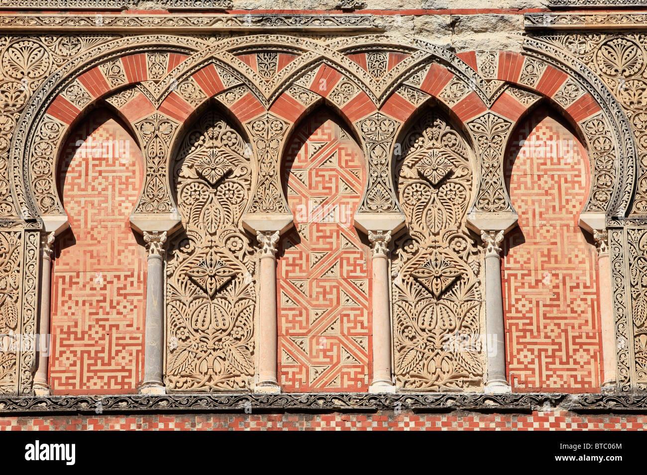 Medievale architettura islamica sulla facciata della Moque-Cathedral di Cordoba, Spagna Immagini Stock