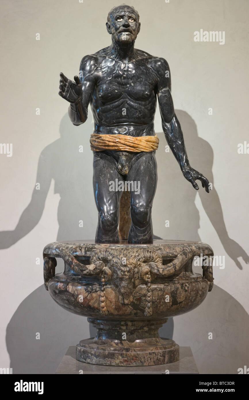 Vecchio Pescatore o Seneca morente, secondo secolo CE. In marmo nero e alabastro statua romana nel museo del Louvre Immagini Stock