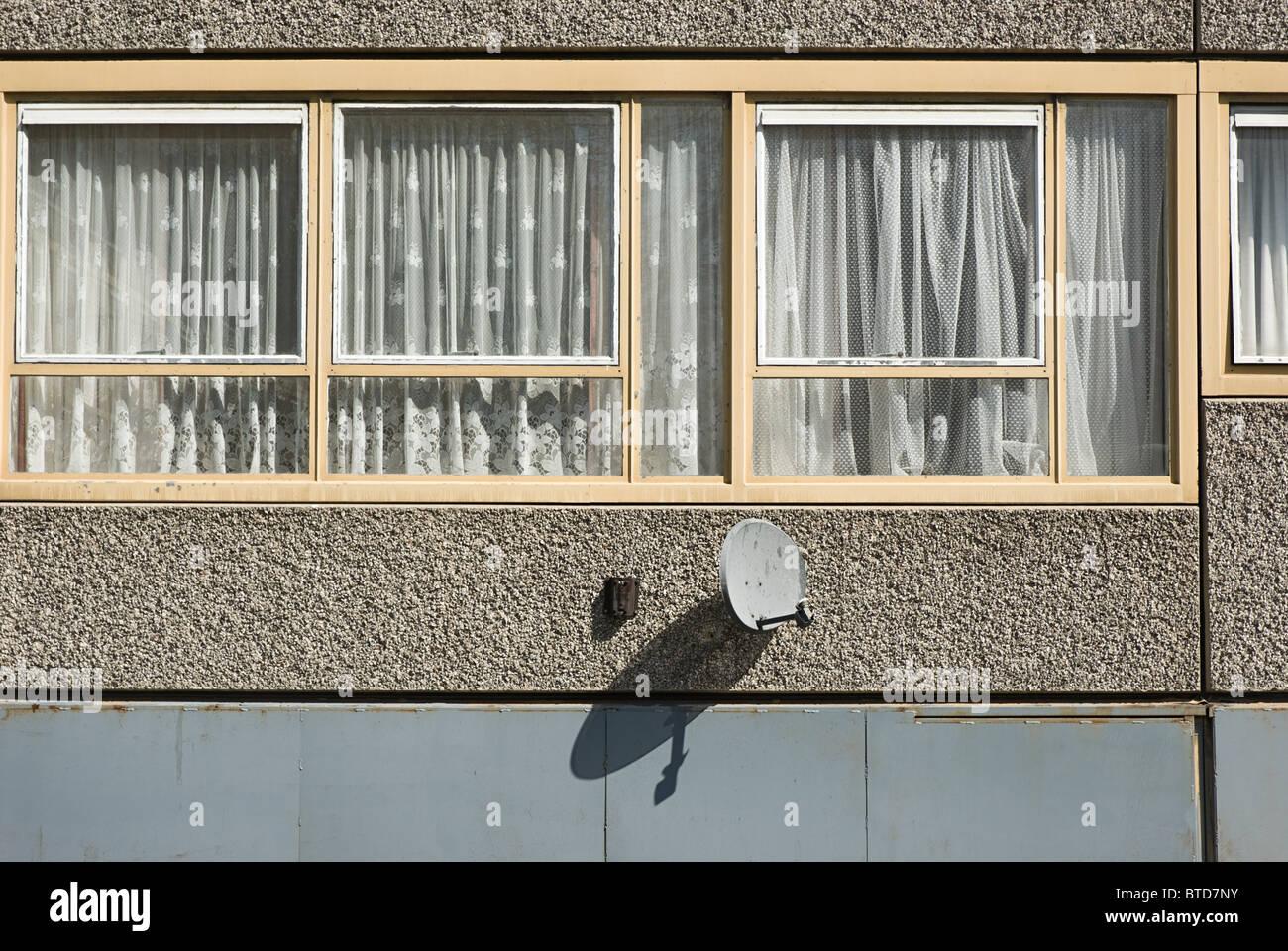 Windows di piatto su Heygate Estate, a sud di Londra Immagini Stock