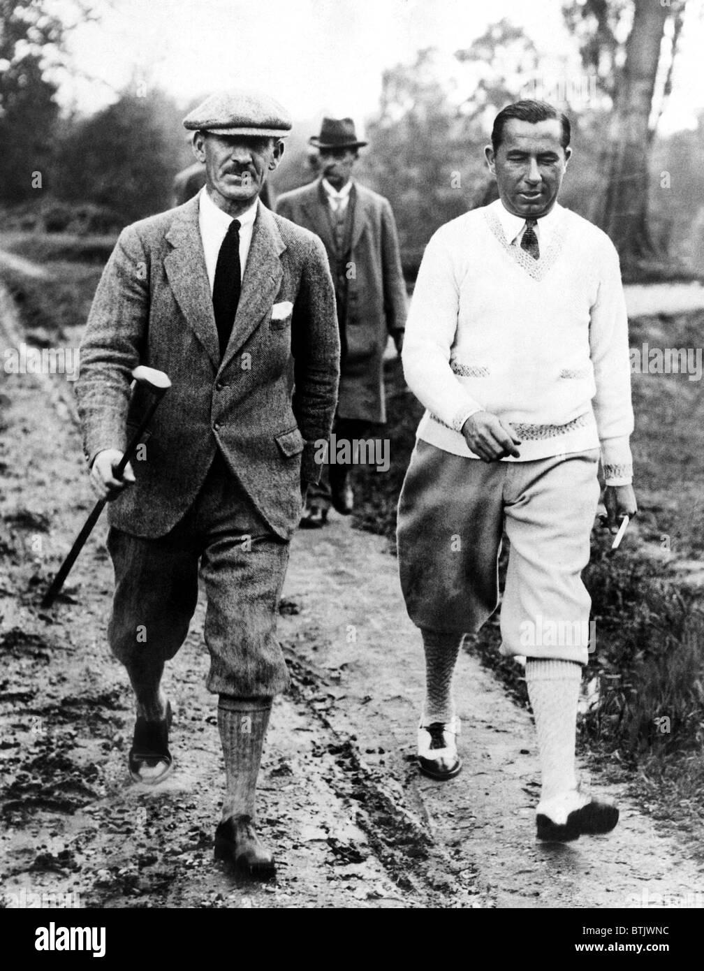 I golfisti Abe Mitchell Walter Hagen presso il campo da golf a Weybridge, Inghilterra durante una partita. Giugno Immagini Stock