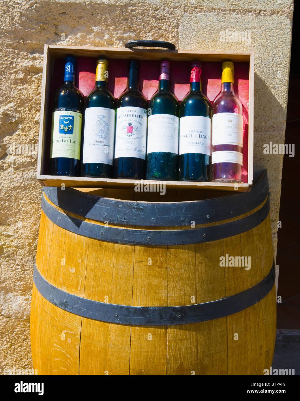 Le bottiglie di vino, Saint Emilion, Aquitaine, Francia Immagini Stock