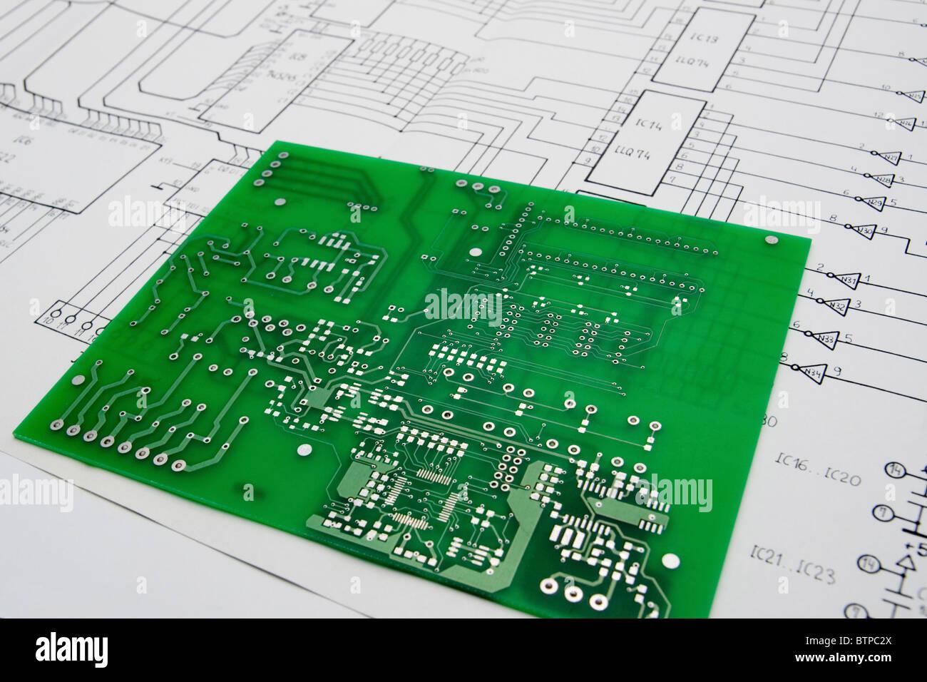 Scheda a circuito stampato e lo schema Immagini Stock
