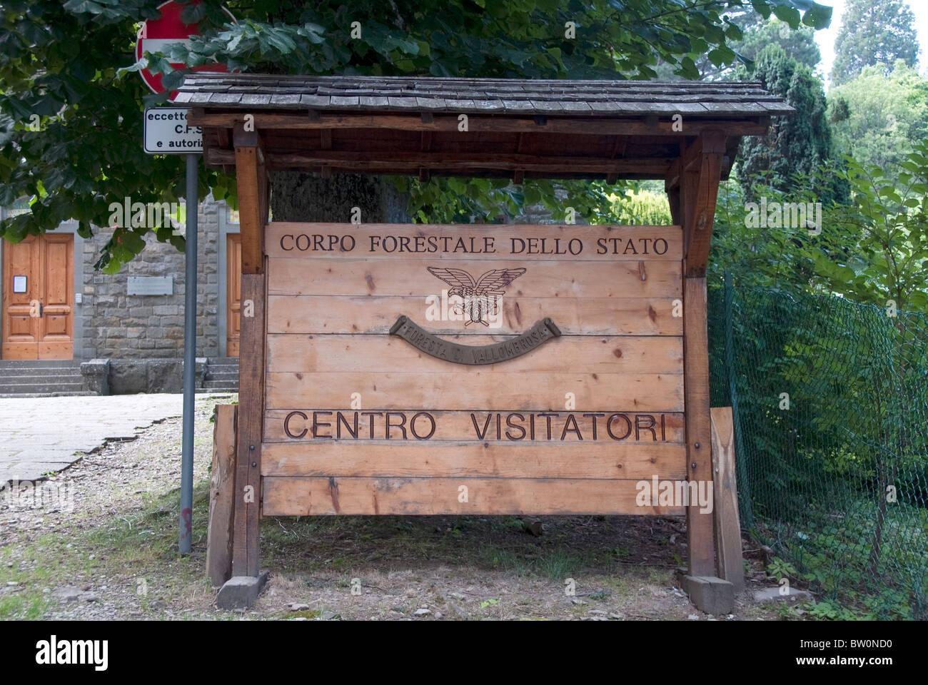 Segno italiana per il Corpo Forestale dello Stato, del Centro Visitatori Immagini Stock