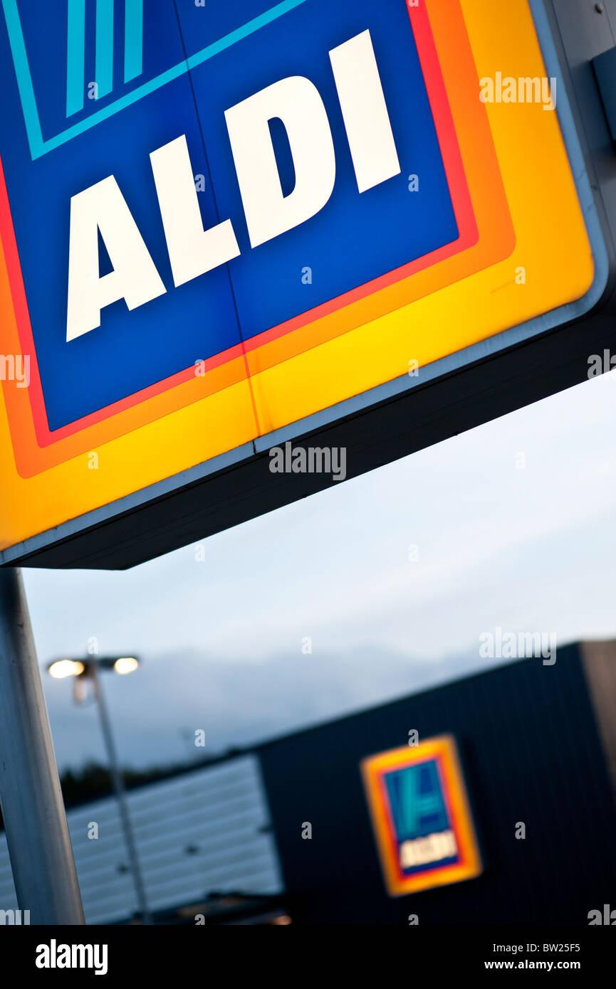 Sconto Aldi supermercato segno, REGNO UNITO Foto Stock