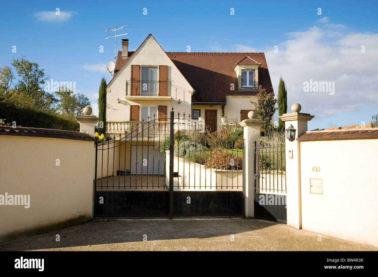 Una moderna famiglia francese house, St Simeon villaggio Ile de France Francia settentrionale Immagini Stock