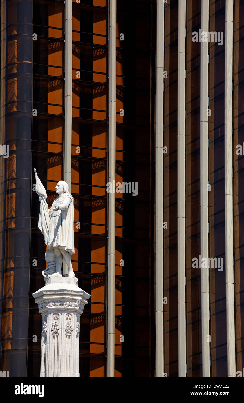 Statua di Colombo e Torre de Colón, Plaza de Colón di Madrid, Spagna Immagini Stock