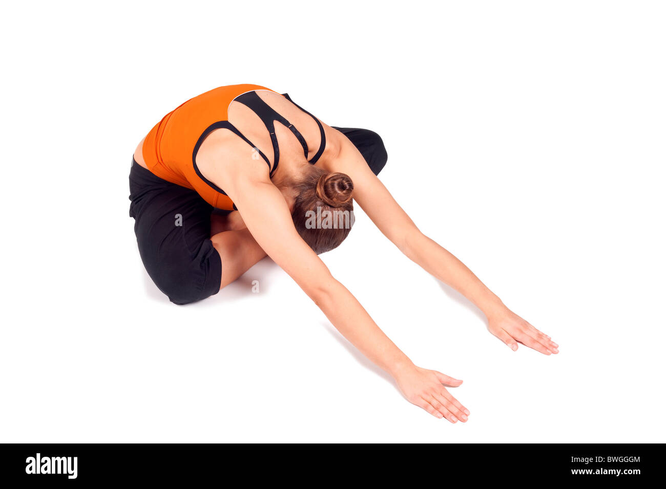 Donna facendo esercizi yoga chiamato rivolti verso il basso che pongono confortevole, nome sanscrito: Adho Mukha Immagini Stock