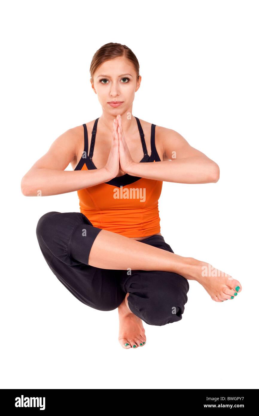 Montare la giovane donna a praticare yoga esercizio chiamato metà Lotus Toe equilibrio, nome sanscrito: Padangustha Immagini Stock