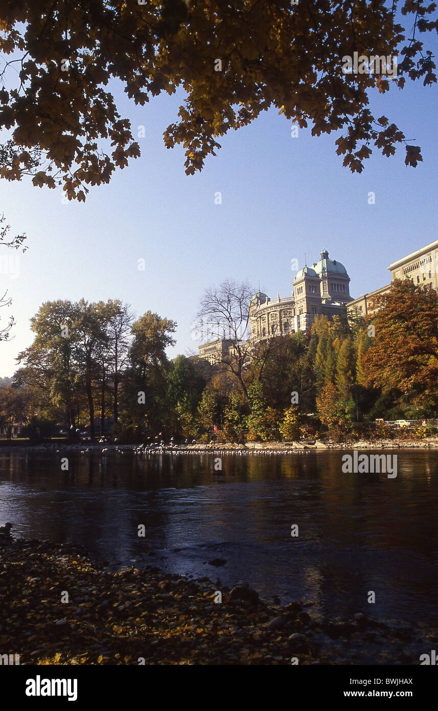 Palazzo federale della città di Berna Berna costruzione edilizia Aare shore fogliame autunno Switzerlan Immagini Stock