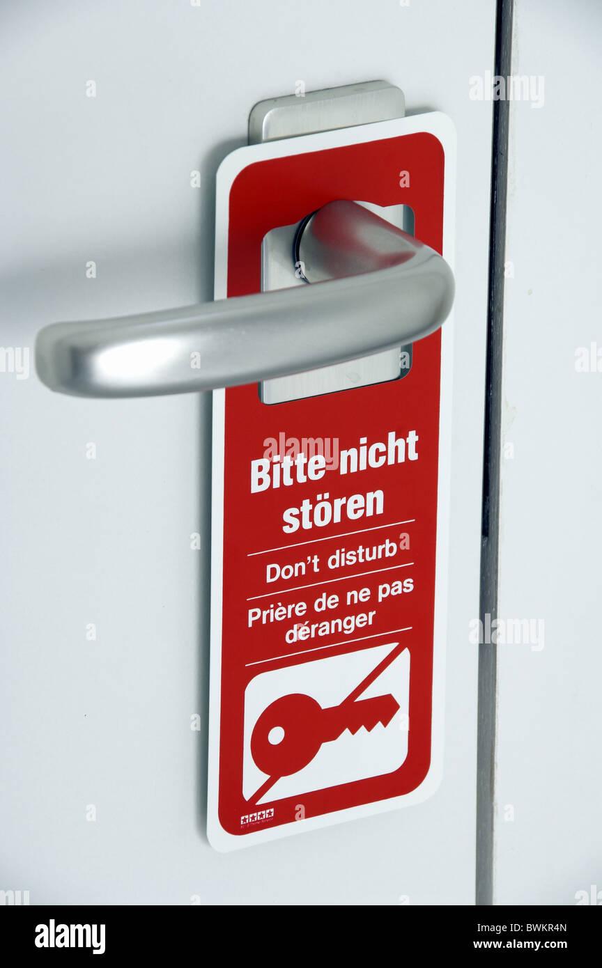 Servizio in camera richiesta non di storioni si prega di Th necessità desidera disturbare segno rosso pannello Immagini Stock