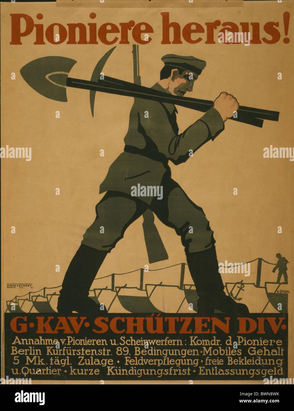 1918 Poster soldato che porta pala piccone fucile storia di Berlino storica propaganda storico tedesco empi Immagini Stock