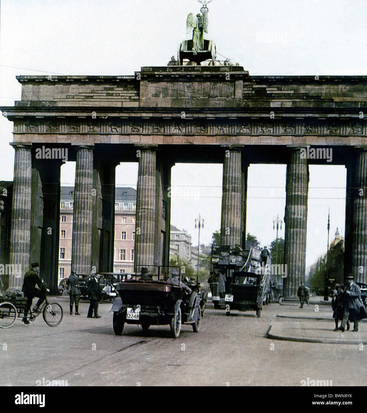 Brandenburger Tor Berlin 1930 storia storica città storica il traffico di persone landmark Porta di Brandeburgo Immagini Stock