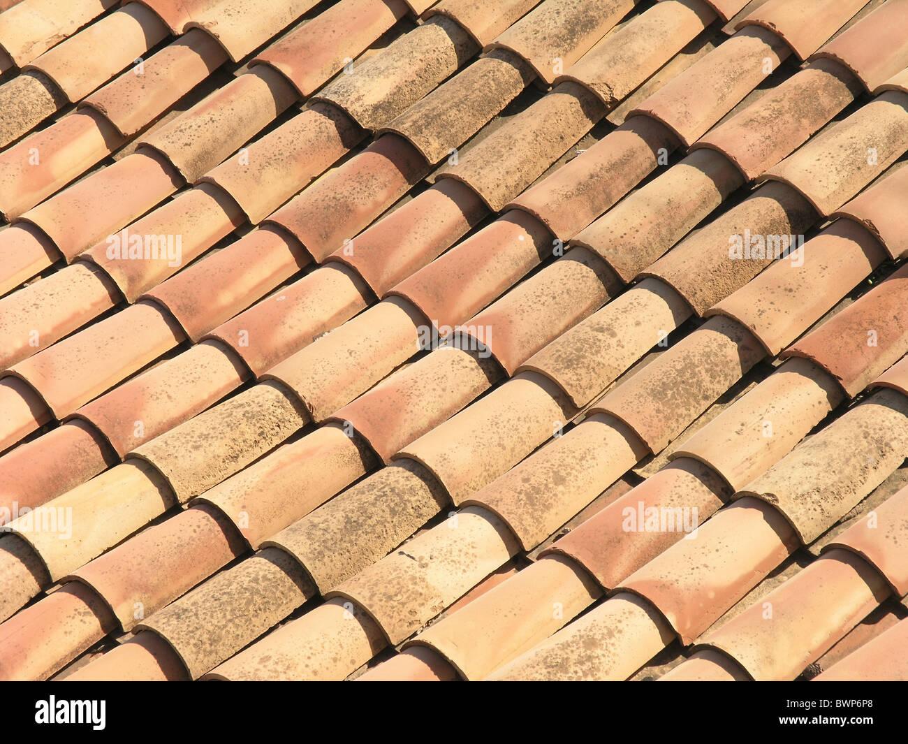 Come Dipingere Vecchie Tegole tegole del tetto casa alto edificio di terracotta rossastro