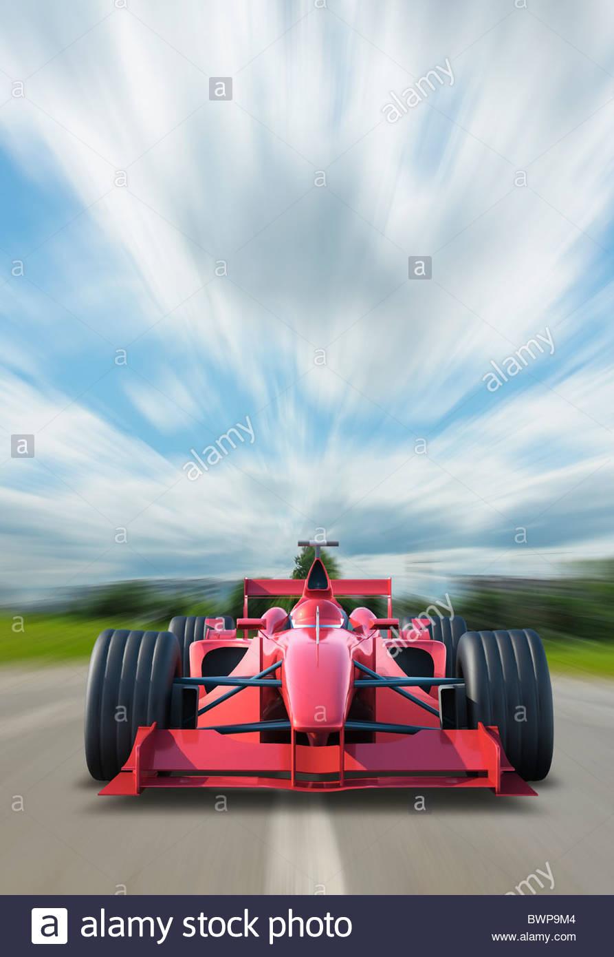 Racing car accelerando sulla via Immagini Stock