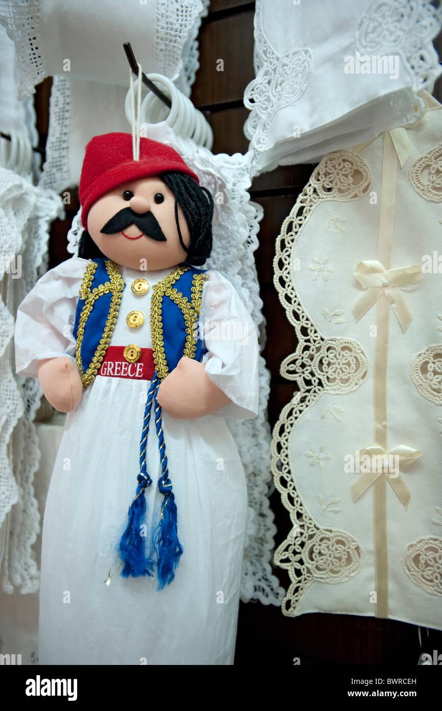 Bambola di Souvenir e pizzi, Kassiopi Corfù, Grecia Immagini Stock