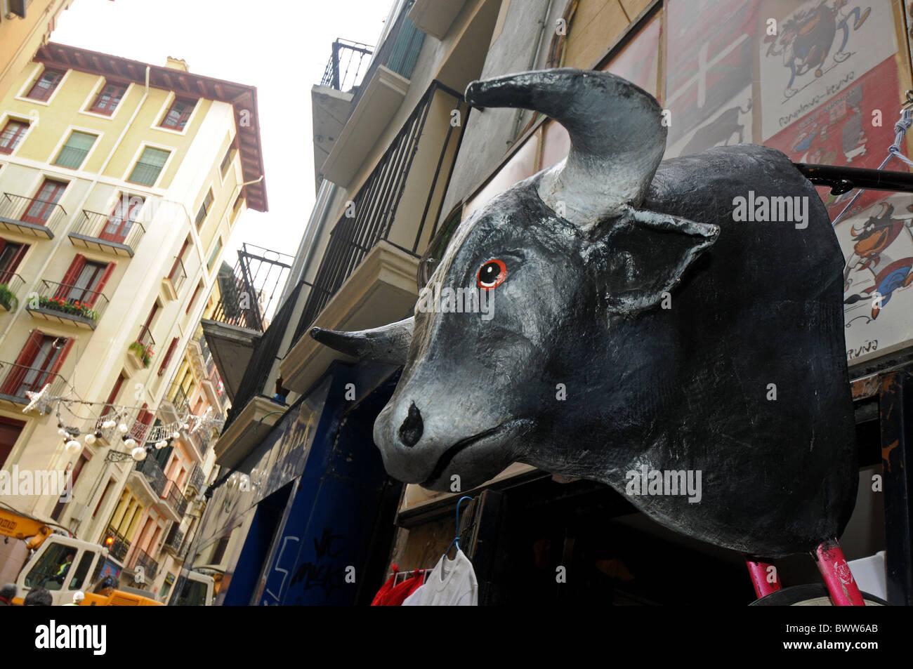 In esecuzione dei tori a Pamplona in Navarra, Spagna Immagini Stock