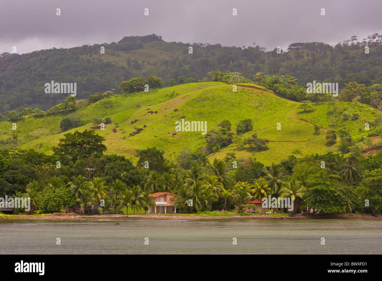 PORTOBELO, PANAMA - panorama sulla baia di Portobello. Immagini Stock