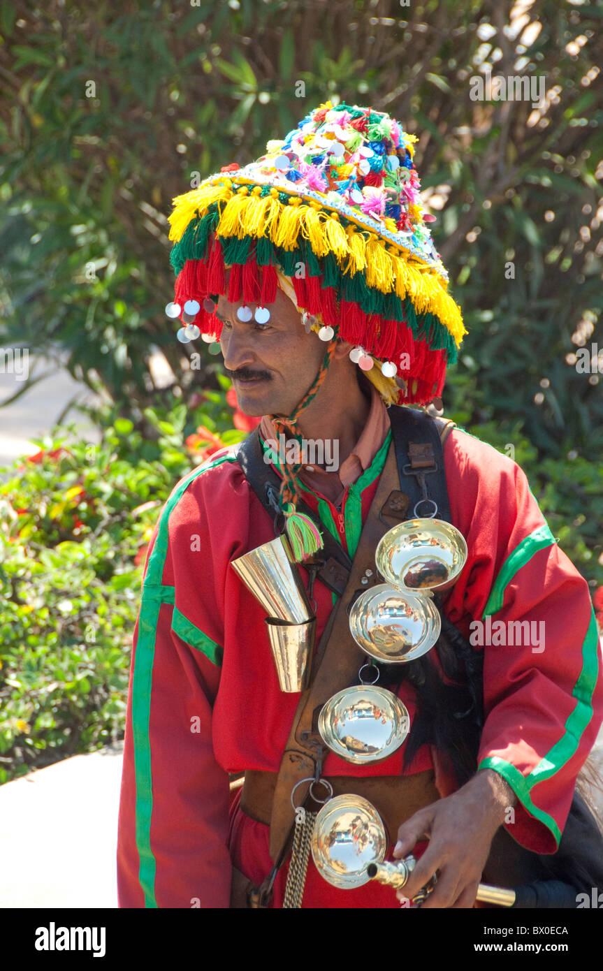 Africa, Marocco, Casablanca. Mohammed la quinta piazza. Tipica marocchina portante dell'acqua. Immagini Stock