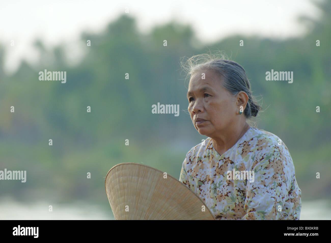 Unidentified donna assume un riposo nelle prime ore del mattino di sole sulla luglio 12, 2010 a Hoi An, Vietnam. Immagini Stock