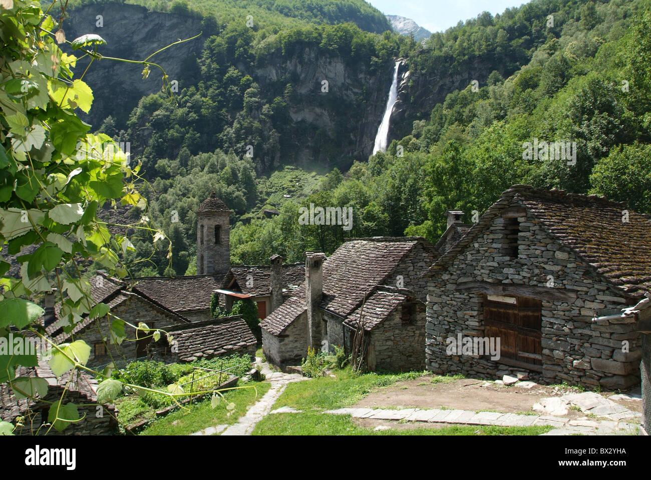 Case Di Montagna In Pietra : Foroglio villaggio villaggio di montagna cascata montagne delle