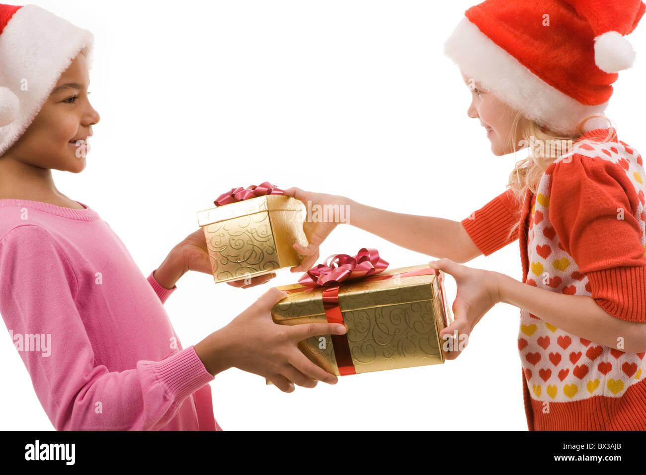 Regali Di Natale Amici.Ritratto Di Felice Amici Lo Scambio Di Regali Di Natale Alla