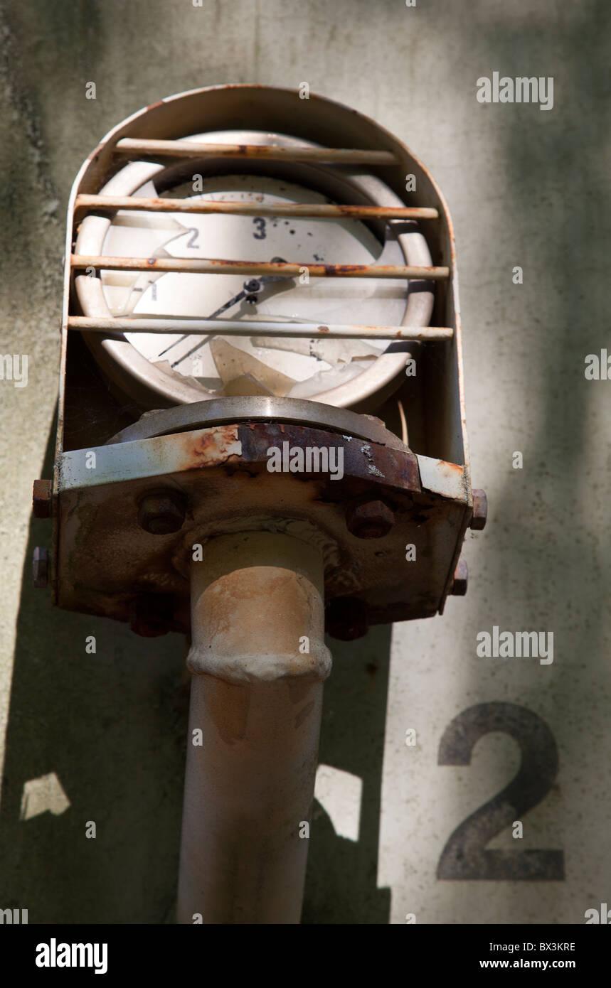 La pressione del gas gage sul chimichiera vagone del treno Immagini Stock