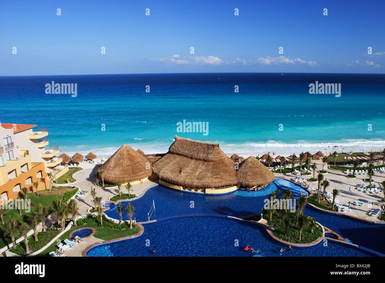 Messico america centrale Quintana Roo Cancun Fiesta Americana resort turistico hotel panoramica piscina spiaggia Immagini Stock