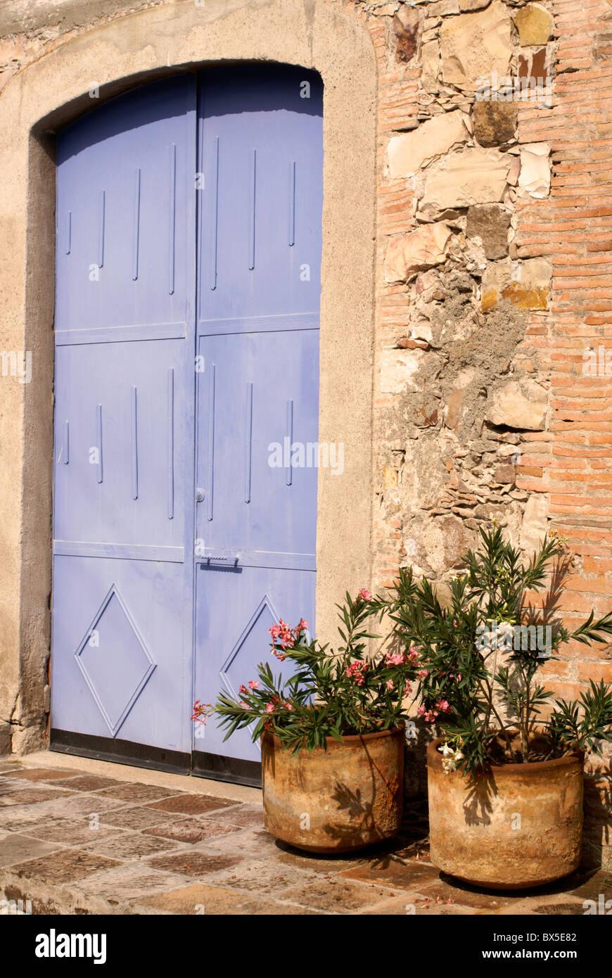 Porta blu a Fabrica La Aurora Arte e Design Center, San Miguel De Allende, Messico. Immagini Stock