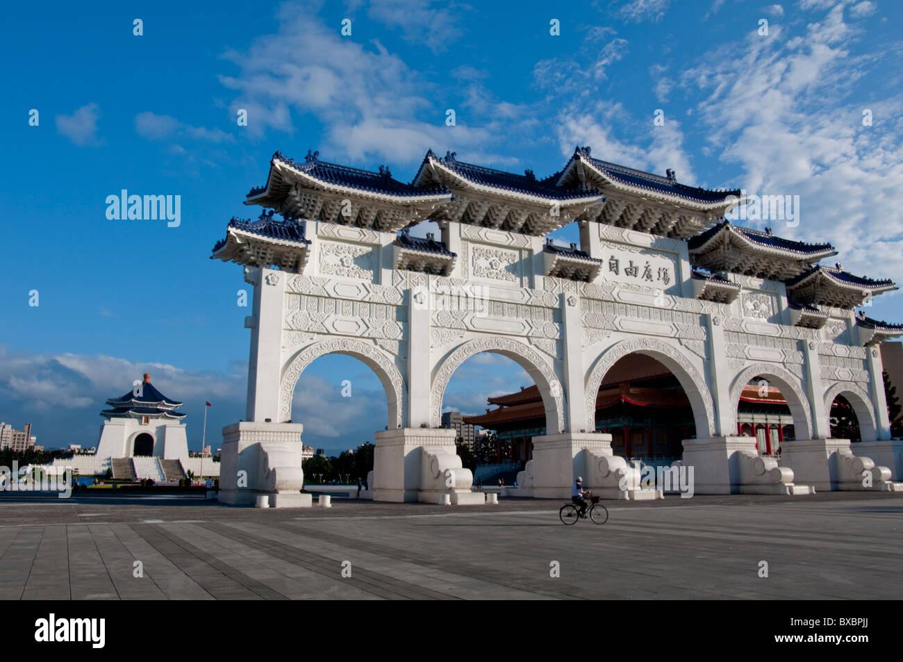 Asia, Taiwan, Taipei Chiang Kai Shek memorial hall arch luce diurna Immagini Stock
