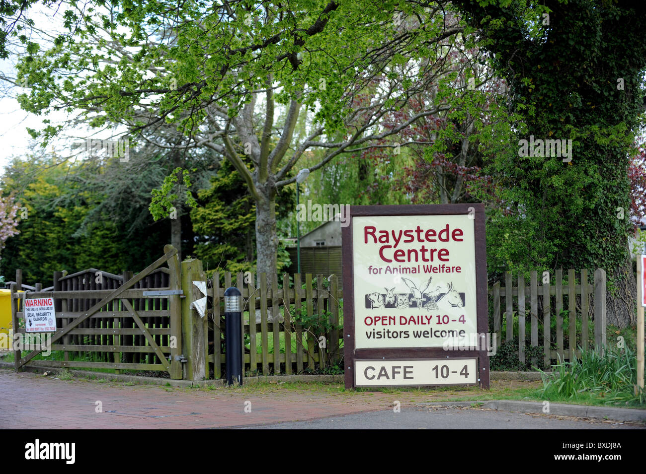 Ingresso al Centro Raystede per il benessere degli animali in Ringmer East Sussex Immagini Stock