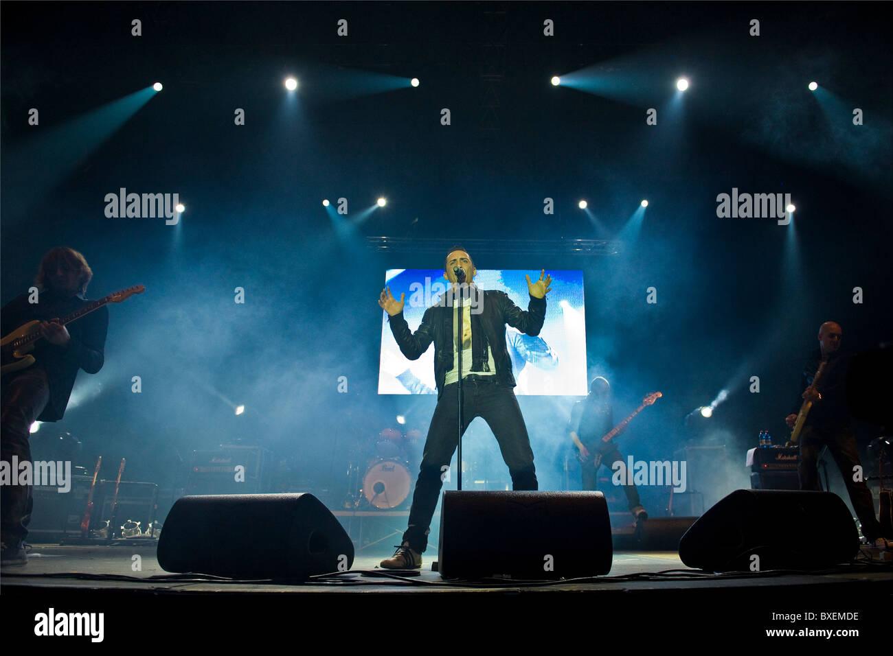Francesco Silvestre alis Kekko, Modà in concerto, il Palasharp, Milano, Italia (18.12.2010) Immagini Stock