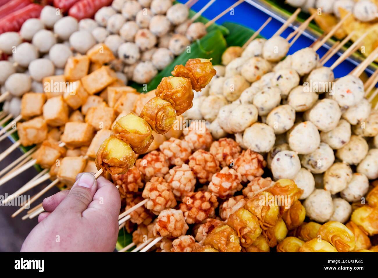 Cibo tailandese grill bastoni, Bangkok, Thailandia Immagini Stock