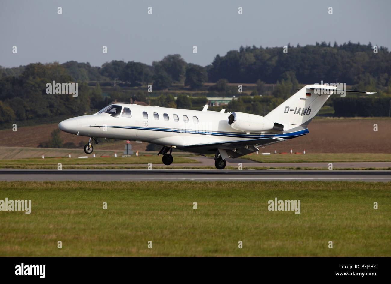 Jet Privato Rosa : Tri jet immagini tri jet fotos stock alamy