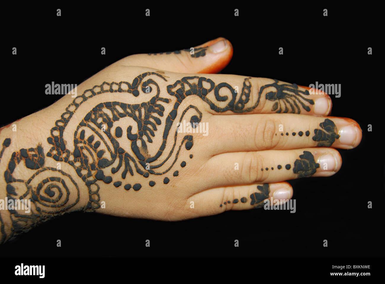 Arabic Mehndi Design - confrontato con il complesso Indian mehndi designs, arabo disegni sono molto più semplice. Foto Stock